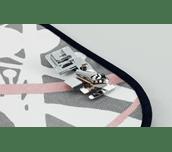 Pied à border en métal F014N sur tissu léger avec biais en tissu noir