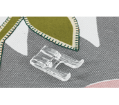 Pied d'appliqué en plastique à côté d'un appliqué en forme de feuille