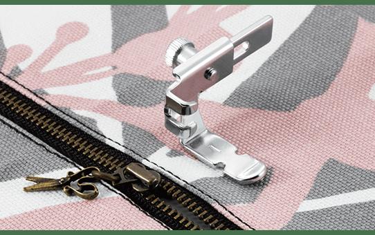 Pied ajustable pour la pose de fermetures à glissière et passepoils F036N
