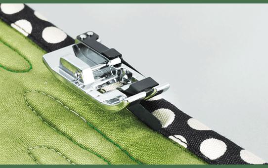 Pied de piqûre dans la couture F065