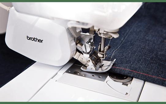 Innov-is V7 швейно-вышивальная машина 3