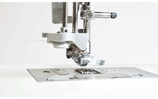 Innov-is F420  компьютеризованная швейная машина  4