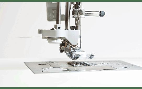 Innov-is F460 компьютеризованная швейная машина  3