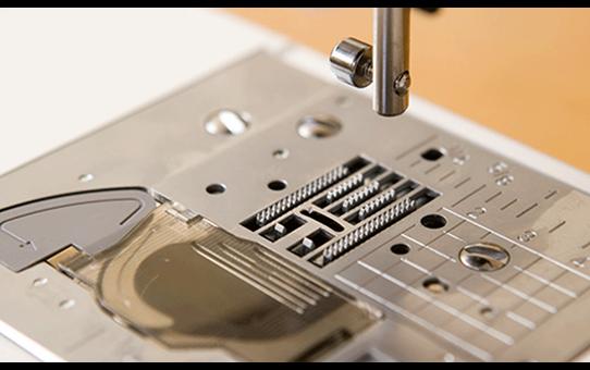 FS-40 компьютеризованная швейная машина  5