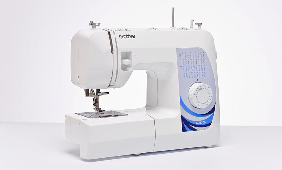 XQ3700 Naaimachine 2